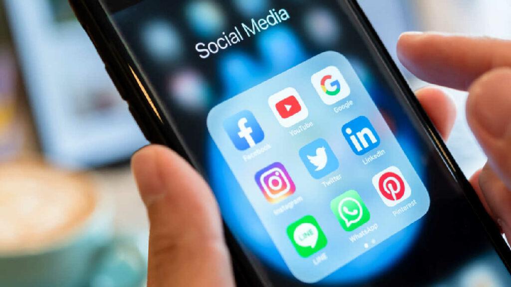 Social Media Close